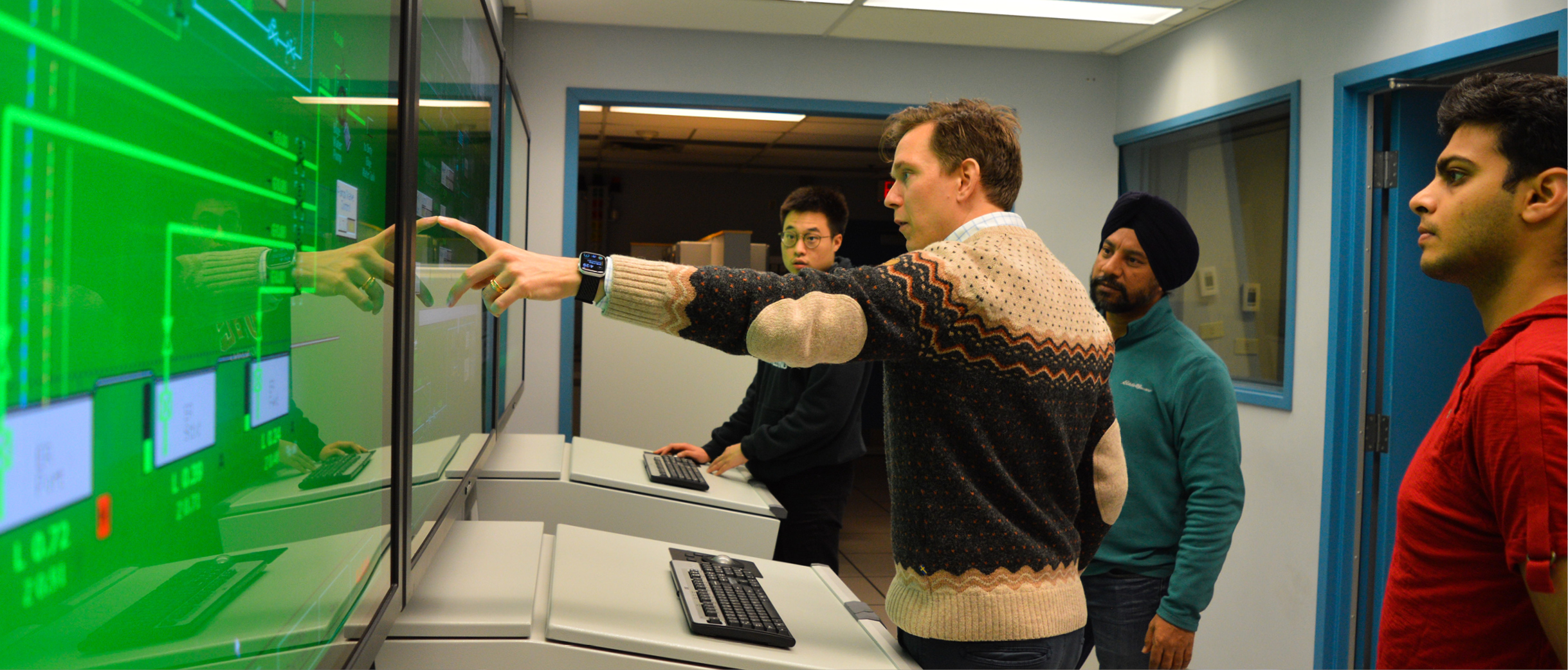Dr. Fredrik Ahlgren demonstrates engine room simulator to Naval Architecture and Marine Engineering students